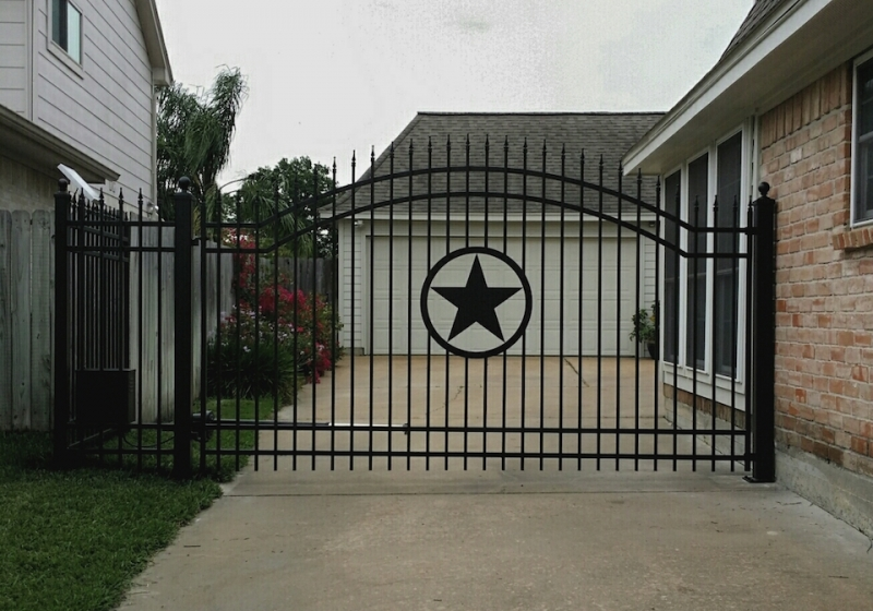 Avalon-10'-9' fence with Texas Star